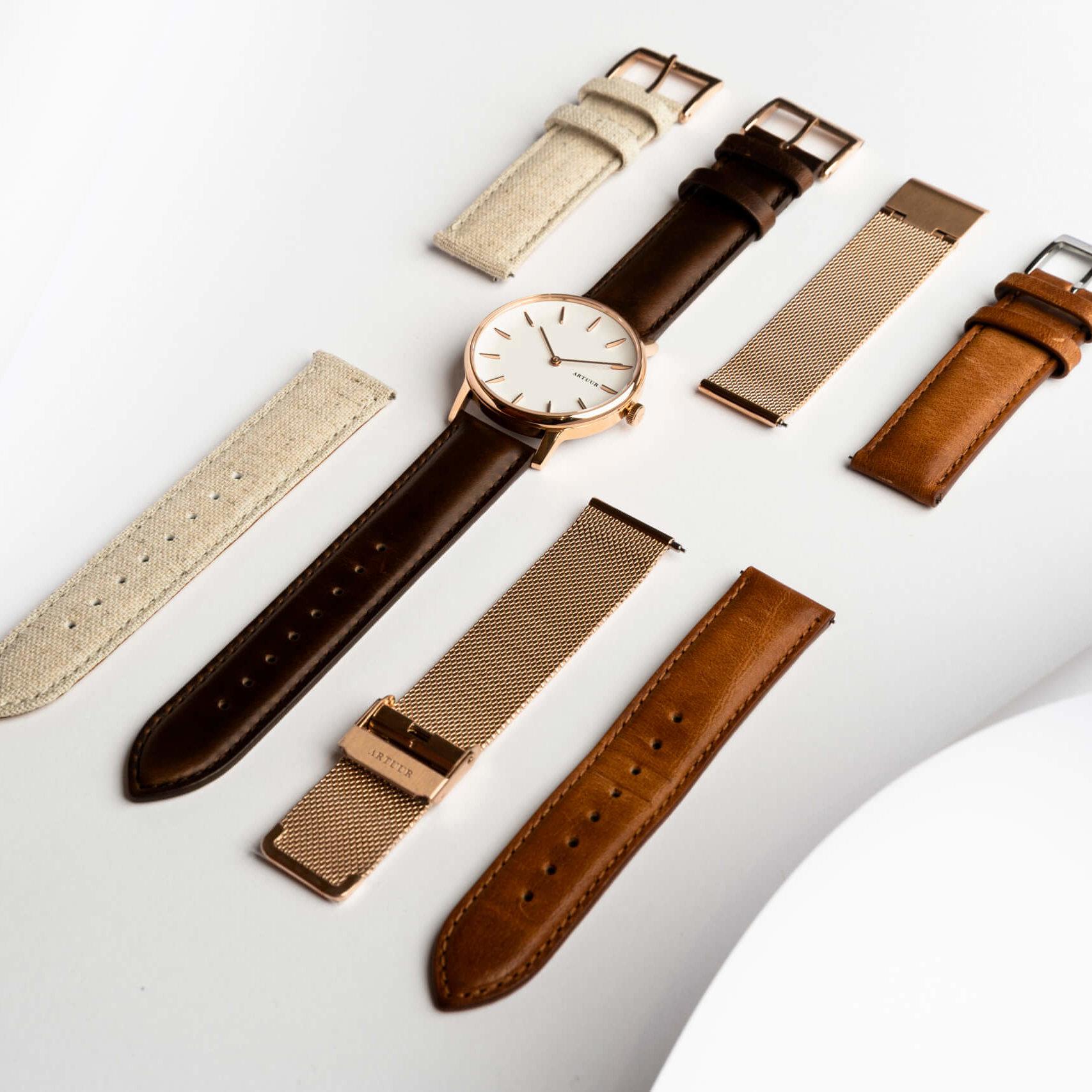 Het Artuur horloge met de verschillende polsbandjes.