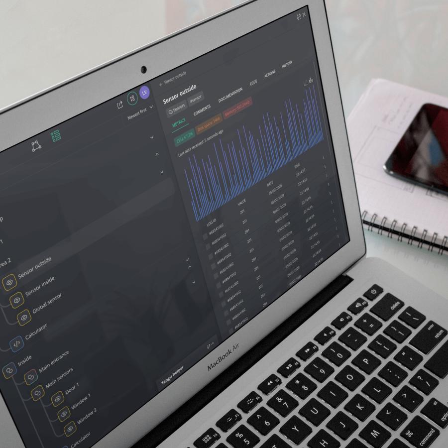 Het gebruiksvriendelijk dashboard van het DataOps platform is te zien op de laptop.