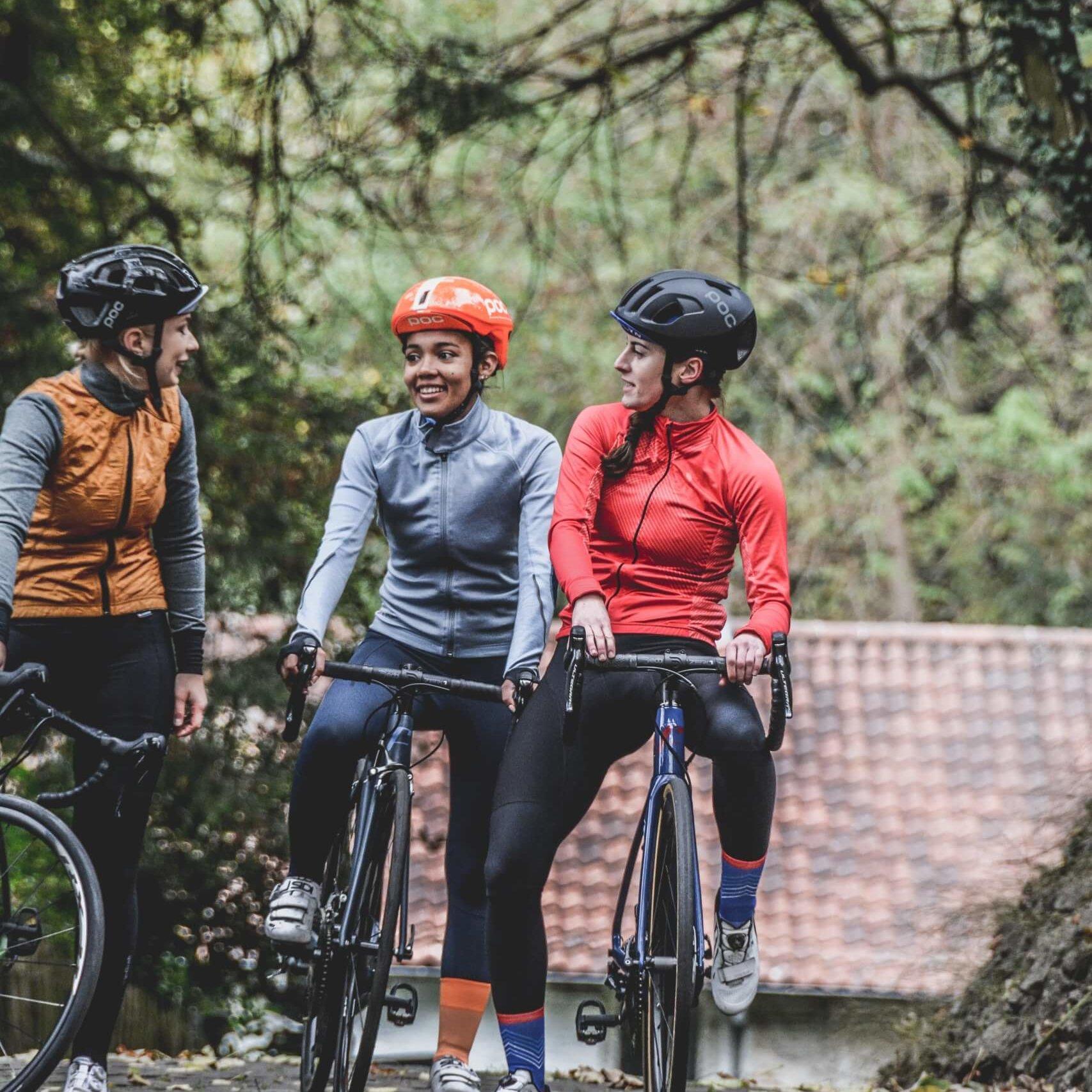 Drie fietsers sporten voor het goede doel met Moving Lives